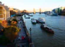 Themse- u. Turm-Brücken-London-Neigungsverschiebung Lizenzfreie Stockfotografie