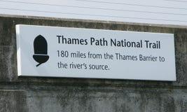 Themse-Wegzeichen Stockbild