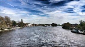 Themsen från den Kew bron Arkivbilder