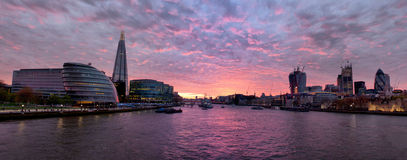Themsen på solnedgången royaltyfri fotografi