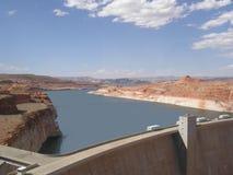 Theodore Roosevelt Dam och sjö Arkivfoto