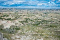 Theodore Roosevelt National Park badlandslandskap nära Medora, North Dakota i sommar arkivfoto