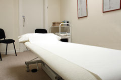 Therapeut Treatmet Bett lizenzfreies stockfoto