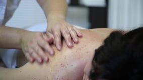 Therapeutische medische massage stock footage
