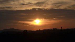 There& x27 ; coucher du soleil de s dans chaque lever de soleil Photographie stock libre de droits