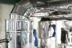 Thermische die isolatie door een metaal roestvrij omhulsel wordt beschermd stock afbeeldingen