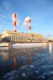 Thermische krachtcentrale op de Rivier van Moskou Stock Afbeeldingen