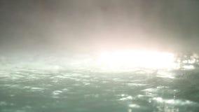 Thermische pool bij nacht - lichte vlek stock video