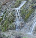 Thermische waterval op een de winterdag Stock Afbeelding