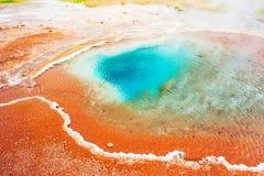 Thermischer See Blesi nahe dem Strokkur Geysir, Island Stockbilder