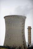 Thermoelektrischer Kühlturm mit Rauche Stockbilder