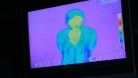 Thermografische cameramening van vrouw stock videobeelden