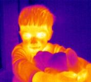 Thermograph-Junge mit Teddybären Lizenzfreies Stockfoto