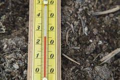 Thermomètre en bois extérieur Images libres de droits