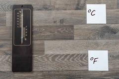 Thermomètre pour la température extérieure photos stock