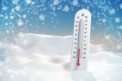 Thermometer in de vorst in een sneeuwbank behang Stock Foto's