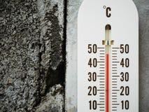 Thermometer, der Temperatur in den Grad Celsius zeigt Stockfotografie