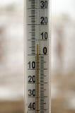 Thermometer, zum der Temperatur zu messen Stockbilder