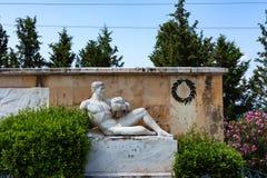THERMOPYLAE GREKLAND - JUNI, 2011: Anthropomorphic staty av Taygetus berg royaltyfri fotografi