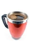 Κόκκινο φλυτζάνι thermos με το ποτό καφέ Στοκ εικόνα με δικαίωμα ελεύθερης χρήσης