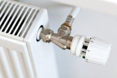 Thermostat auf einem Kühler Stockfotografie