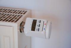 Thermostat auf einer Heizung Lizenzfreie Stockbilder