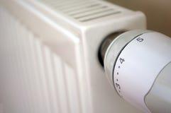 Thermostat auf Kühler Stockbild