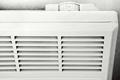 Thermostat, Bedienfeld auf einem elektrischen weißen Heizkörper Detail Stockbild