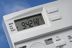Thermostat de ciel 68 degrés de chaleur Image libre de droits