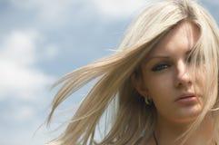 thesky härlig flicka för bakgrund royaltyfri fotografi