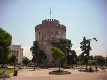Thessaloniki, Греция - 7-ое июня 2014: турист посещая белую башню в городе Thessaloniki, Греции Стоковые Фотографии RF