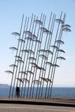 THESSALONIKI, ГРЕЦИЯ - 1-ОЕ СЕНТЯБРЯ 2018: Люди проходя зонтиками Thessaloniki стоковые фото