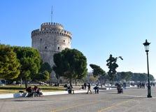 Thessaloniki Grekland - December 28 2015: Vit tornpromenad, Thessaloniki sjösida fotografering för bildbyråer