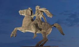 Thessaloniki Grekland - September 12 2016: Alexander The Great staty på natten royaltyfri fotografi