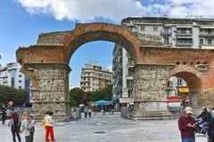 THESSALONIKI, GRIEKENLAND - SEPTEMBER 30, 2017: Roman Arch van Galerius in het centrum van stad van Thessaloniki, Centraal Macedo royalty-vrije stock foto's