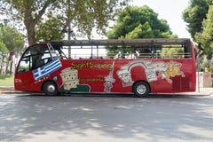 Thessaloniki, Griekenland - September 04 2016: Thessaloniki die hop-op bus bezienswaardigheden bezoeken Stock Afbeeldingen
