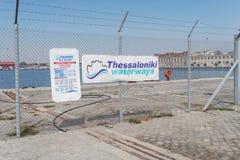 Thessaloniki, Griekenland - September 18 2016: Thessaloniki waterays overzees cruisesdok Stock Afbeelding