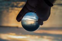Thessaloniki port för solnedgång, skott med verkliga Crystal Sphere Arkivfoton