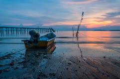 TheSunsetmening bij een visserijpier Royalty-vrije Stock Afbeeldingen
