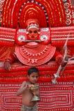 Theyyam一种精通仪礼的人的民间艺术 免版税库存图片