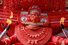 Theyyam一种精通仪礼的人的民间艺术 免版税库存照片