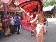 Theyyam i tempel royaltyfri bild