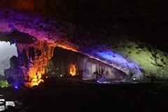 Thien Cung Cave, bahía de Halong, Vietnam Imagenes de archivo