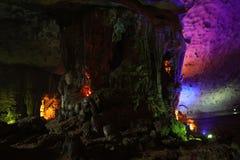 Thien Cung Cave, bahía de Halong, Vietnam Foto de archivo libre de regalías