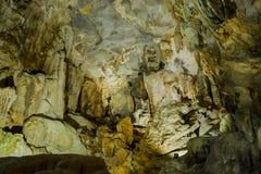 Thien Duong Cave (caverne de paradis) en parc national de coup de Phong Nha-KE, Vietnam images libres de droits