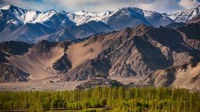 Thiksey kloster med den molniga säsongen, Leh Ladakh Fotografering för Bildbyråer