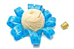 Thimble, meter and yarn Stock Photography