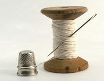 Thimble, needle and thread Royalty Free Stock Photography