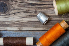 Thimble and spools of thread Royalty Free Stock Photography