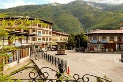 Thimphu Bhutan - September 10, 2016: Dagligt liv i Thimphu gator, huvudstaden av Bhutan royaltyfri foto